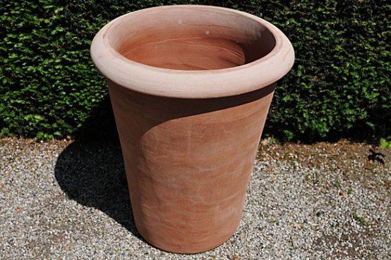 Terracotta pot conca enrico